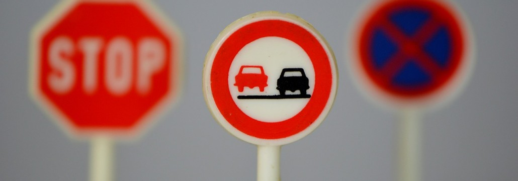 traffic-signs-674621_1280